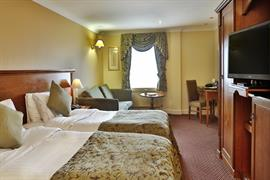 yew-lodge-hotel-bedrooms-12-83652