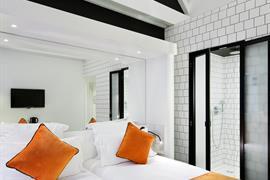 93789_002_Guestroom