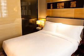 78656_005_Guestroom