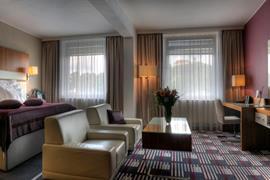 89097_002_Guestroom