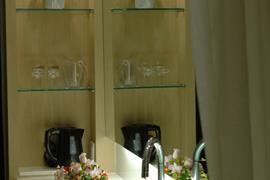 99512_004_Guestroom