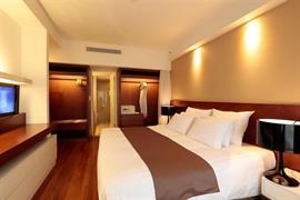 99512_005_Guestroom