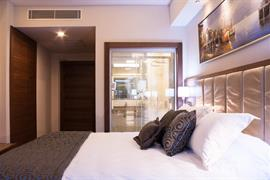 78030_002_Guestroom