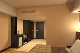 99806_002_Guestroom