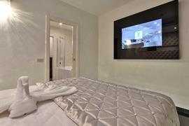 98351_007_Guestroom