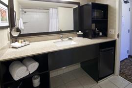 24136_002_Guestroom