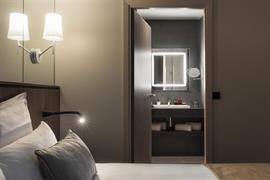 93824_006_Guestroom