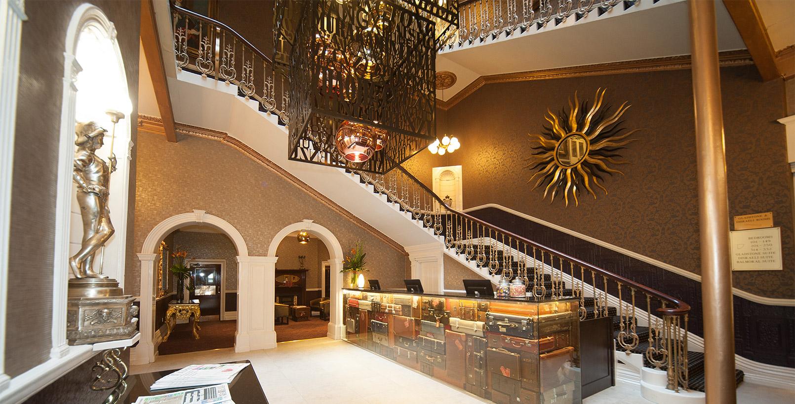 Hallmark Hotel Chester The Queen  Bw Premier Collection