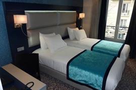 93767_002_Guestroom