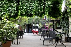 red-lion-hotel-grounds-and-hotel-45-83062