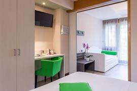 98080_002_Guestroom