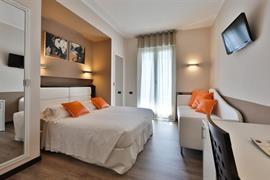 98080_005_Guestroom