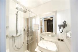 93816_004_Guestroom