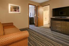 14132_003_Guestroom