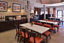 05268_006_Restaurant