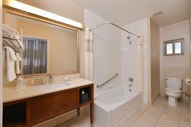 05268_044_Guestroom