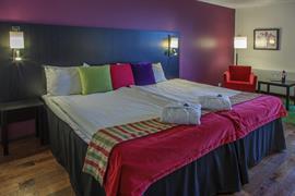 88213_001_Guestroom