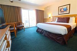 05232_023_Guestroom
