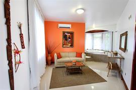 77055_002_Guestroom