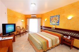 77055_003_Guestroom