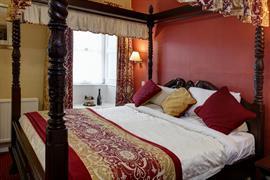 shap-wells-hotel-bedrooms-10-83854