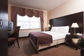 84073_006_Guestroom