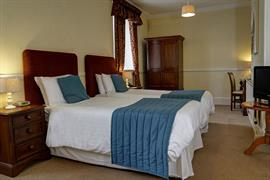 shrubbery-hotel-bedrooms-15-83752
