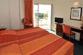 93475_005_Guestroom