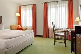 95270_002_Guestroom