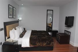 75408_001_Guestroom