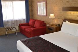 90709_002_Guestroom