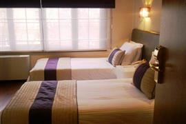 78022_003_Guestroom