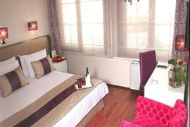78022_006_Guestroom