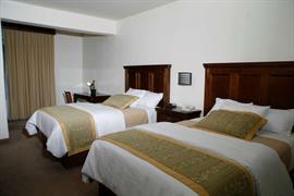 70191_004_Guestroom