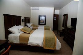 70191_005_Guestroom