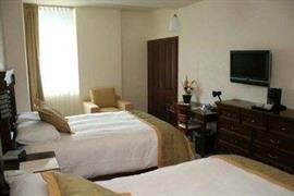 70191_006_Guestroom