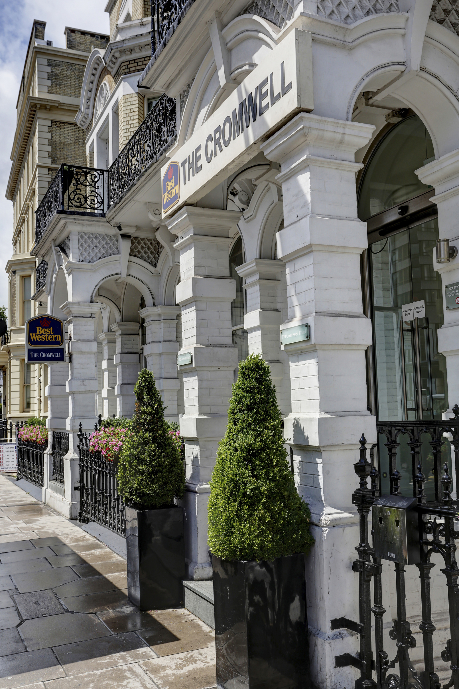 More of the world s biggest hotel companies are adding customer -  The Cromwell Grounds And Hotel 27 83871 Op
