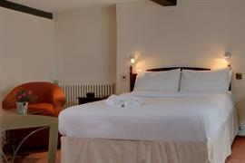 jersey-arms-bedrooms-09-83710