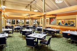 12008_004_Restaurant