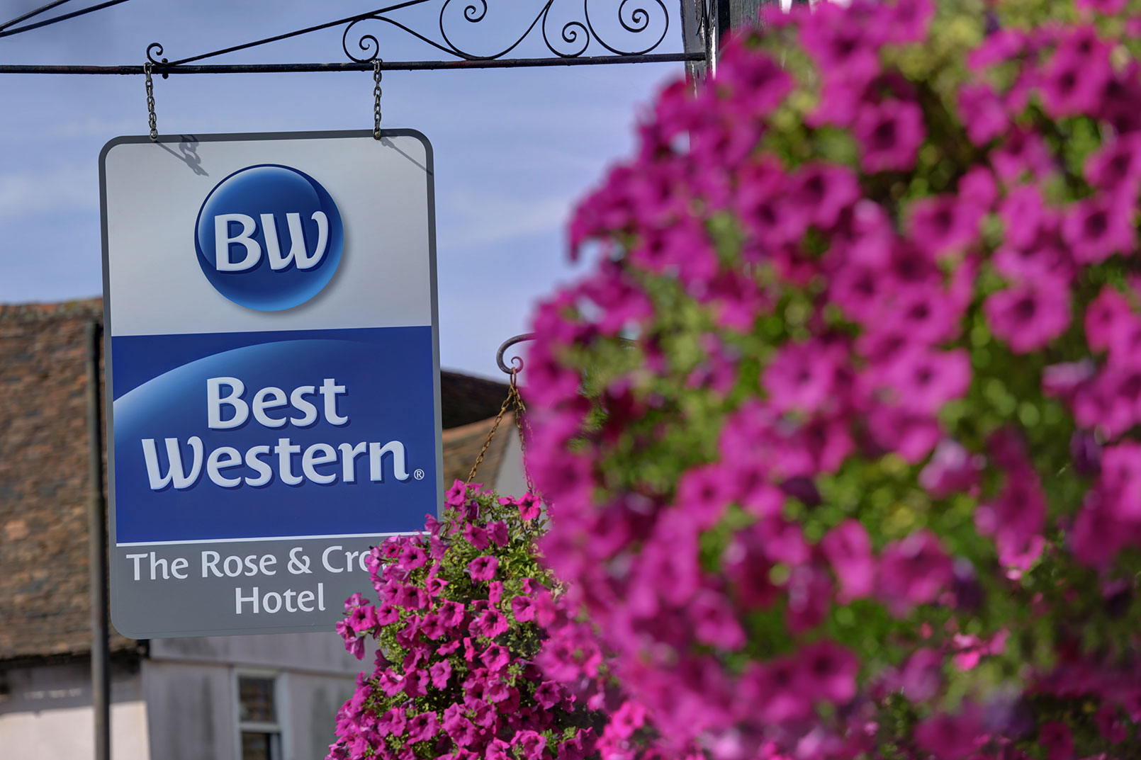 Best western plus flowers hotel best deals amp real reviews -  The Rose And Crown Hotel Grounds And Hotel