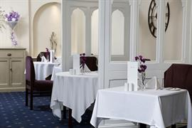 royal-chase-hotel-dining-08-83064