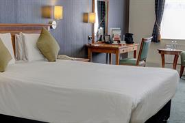 thurrock-hotel-bedrooms-04-84245