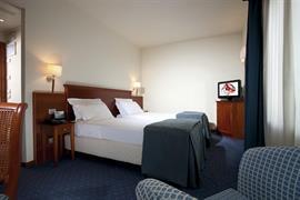 98320_005_Guestroom