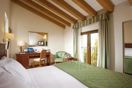 98320_006_Guestroom