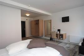 96073_002_Guestroom