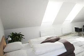 96073_006_Guestroom