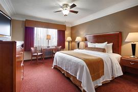 05429_006_Guestroom