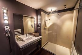 93806_002_Guestroom