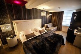 93806_004_Guestroom