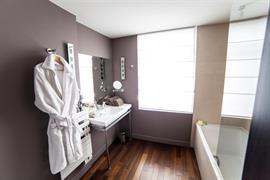 93806_005_Guestroom